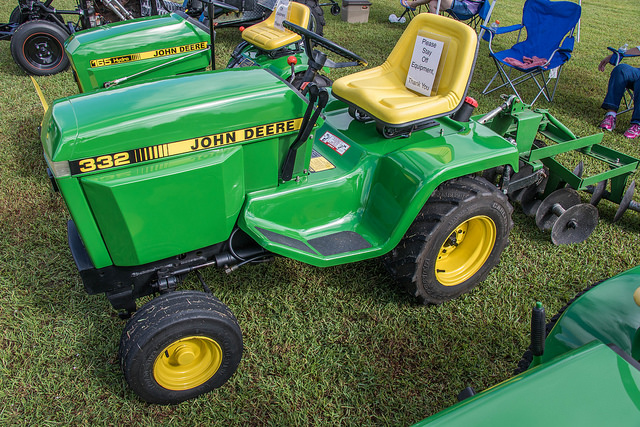 Click image for larger version  Name:Deere 332.jpg Views:43 Size:213.0 KB ID:1843434