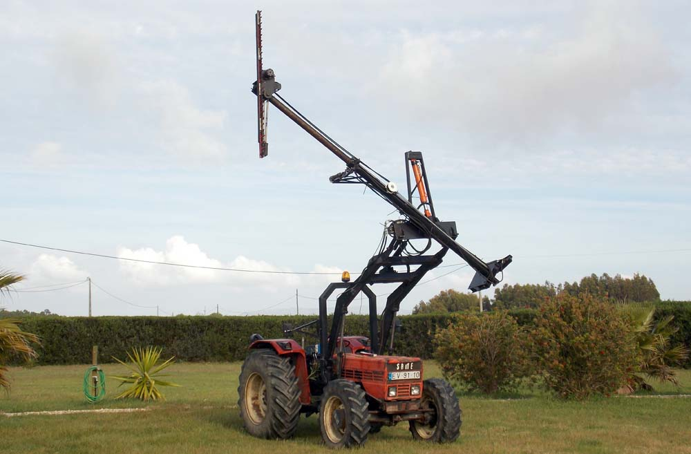 Click image for larger version  Name:hedge cutter high big.jpg Views:45 Size:84.1 KB ID:1843466