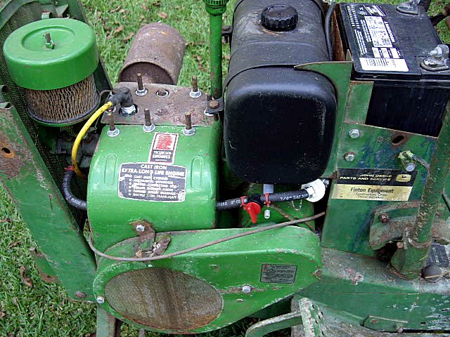 Click image for larger version  Name:John Deere 112 side view.jpg Views:102 Size:130.7 KB ID:228103